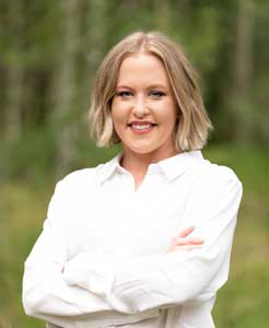 Alyssa Burnett - real estate agent at Coldwell Banker Mountain Properties
